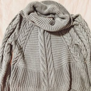 Soft, loose pullover cozy knit sweater!